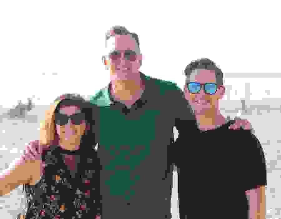 Matthew Parvis, Melissa Parvis, Clinton Kelly Fresh Clean Tees on HGTV